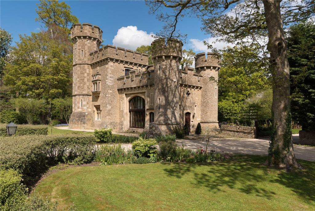 8 incredible castles for sale   Property blog