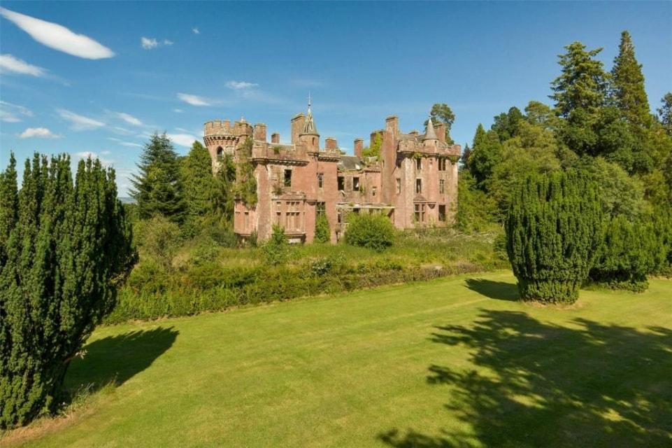 8 incredible castles for sale | Property blog