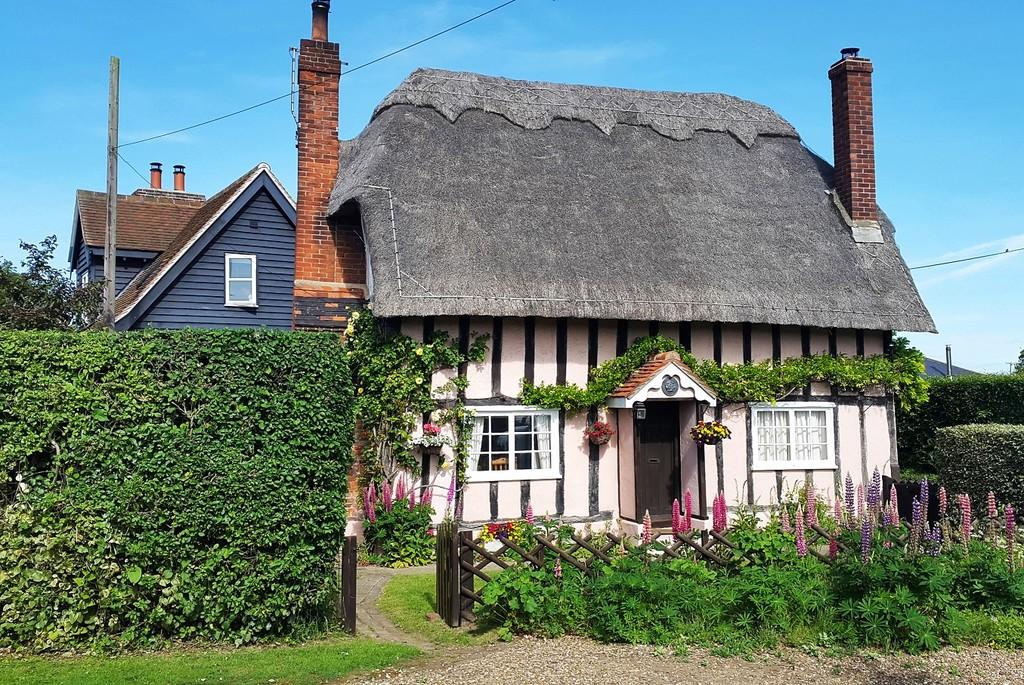 Thatched cottage in Bures
