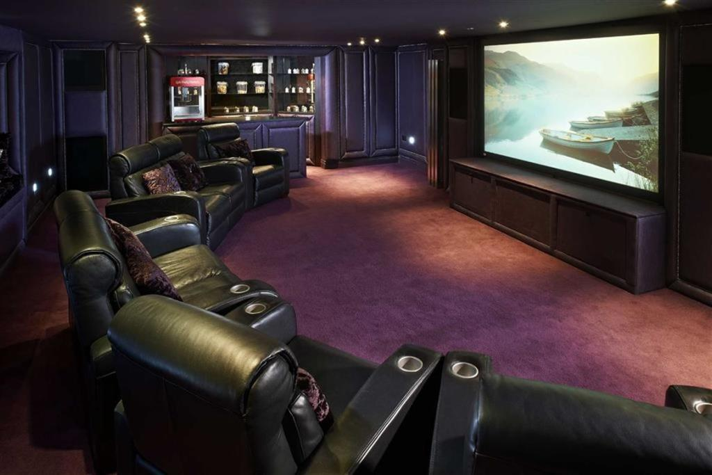 6 homes with spectacular cinema rooms! – Property blog