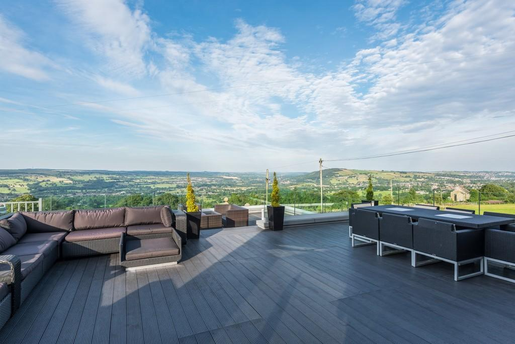 This Converted Property Has A Superb Two Tiered Terrace With Its Own Hot  Tub, So You Can Relax And Enjoy The Spectacular Views Over Yorkshire.